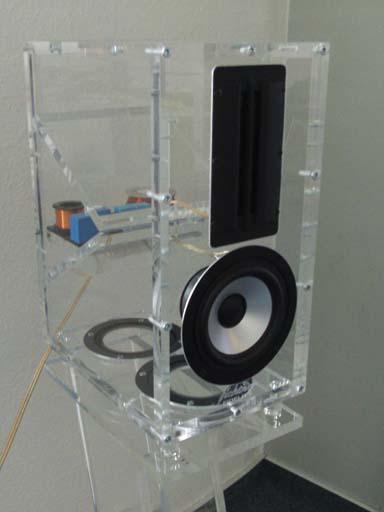 plexiglas lautsprecher design lautsprecher transparent. Black Bedroom Furniture Sets. Home Design Ideas